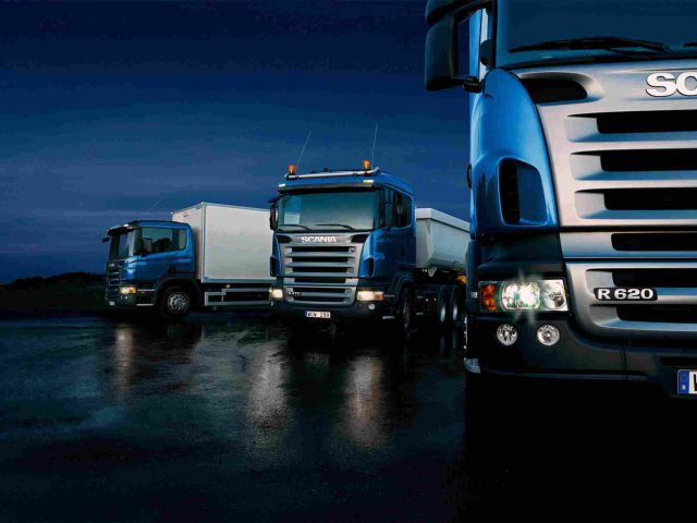 https://relyonshipping.com/wp-content/uploads/2015/09/Three-trucks-on-blue-background-640x480.jpg